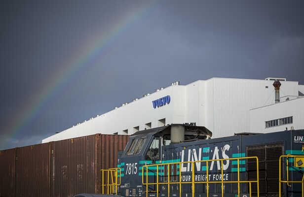 Volvo Cars, DFDS en Lineas zorgen voor sneller en duurzamer transport dankzij nieuwe treinterminal bij Mercatordok in North Sea Port